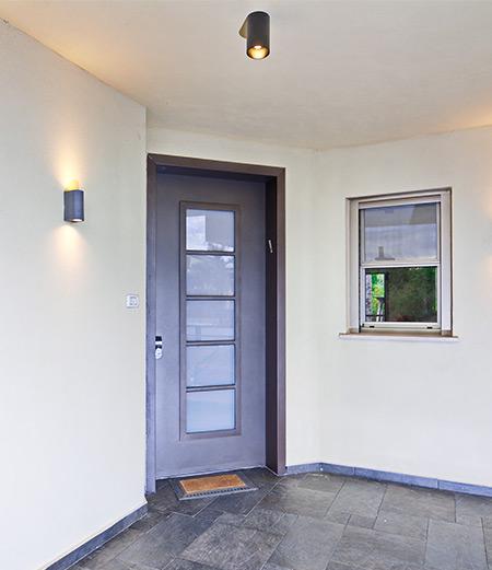 pose-portes-d-entree-mixte-a-saint-pol-sur-ternoise